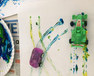 DIY : Exploring paint and colour with your child